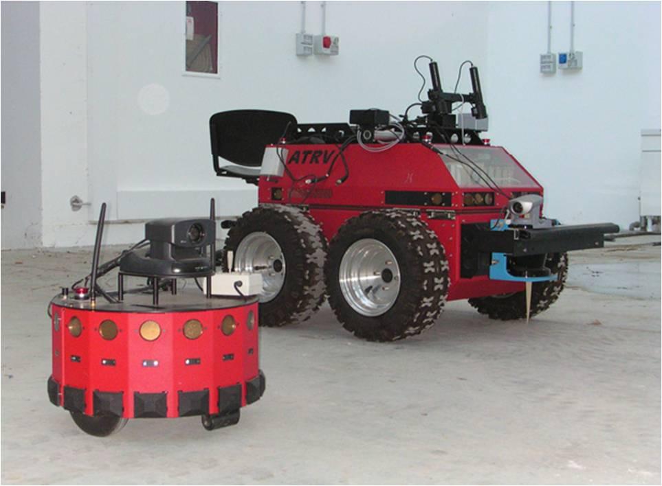 In questa foto vengono mostrati i due robot terrestri PRASSI e MAGELLANO