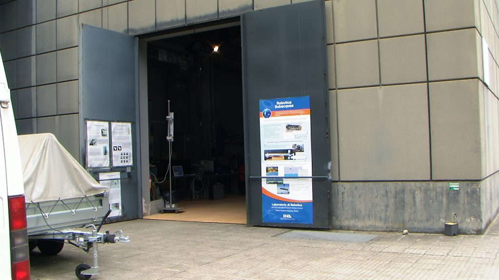In questa foto si vede l'ingresso della Hall Tecnologica del Laboratorio di Robotica.