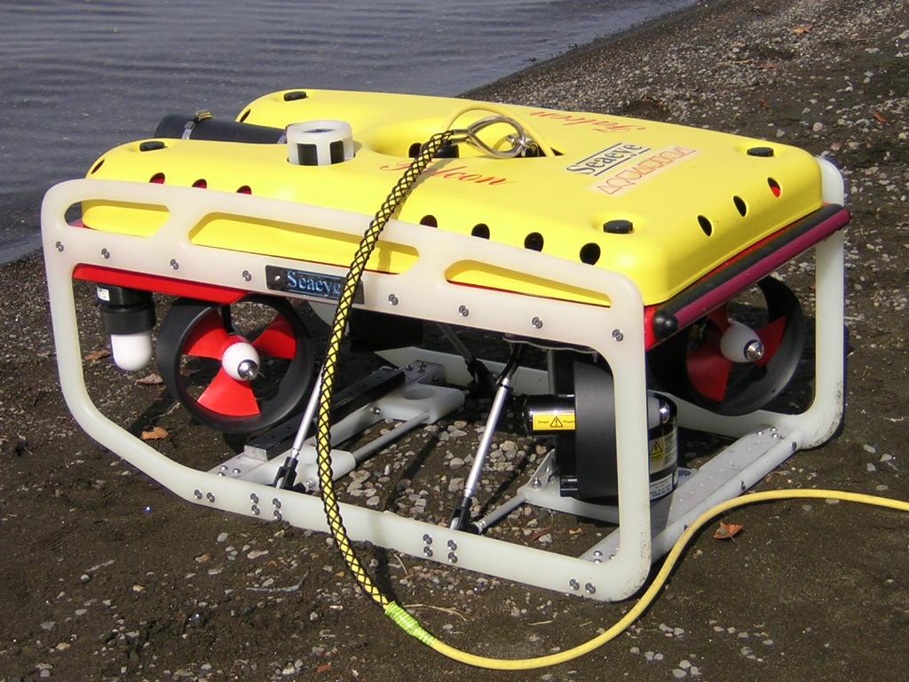 In questa foto si vede il robot FALCON pronto per l'immersione nel lago.
